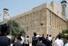 قوات الاحتلال تُغلق الحرم الإبراهيمي وتعتدي على الزوار والمصلين