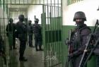 """وحداق القمع تقتحم أقسام في سجن """"عوفر"""" وغضب شديد يسود الأسرى"""