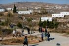 مستوطنون يطردون مزارعين من منطقة جبل الراس في سلفيت