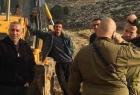 قوات الاحتلال تهدم منشآت وتستولي على معدات زراعية شرق رام الله