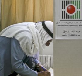 مبادرة عدد من الأسرى تطالب تأجيل الانتخابات ومروان نائبا لعباس وعودة ناصر لمركزية فتح