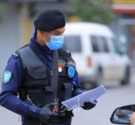 الشرطة والأجهزة الأمنية تشدد من إجراءاتها المتعلقة بالإغلاق في نابلس