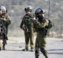 قوات الاحتلال تعتقل عاملا من الطور