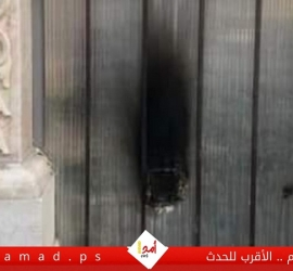 مستوطنون يحرقون باب الكنيسة الرومانية بالقدس وجيش الاحتلال يهدم منازل بالخليل