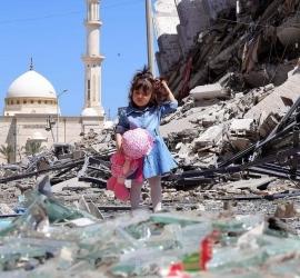 الأوقاف: طائرات الاحتلال تستهدف مبنى وقفيًا تابع للوزارة بمنطقة أنصار ويدمره كليًا.