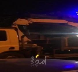 جيش الاحتلال يغلق مدخل حي الشيخ جراح بالمكعبات الاسمنتية - فيديو