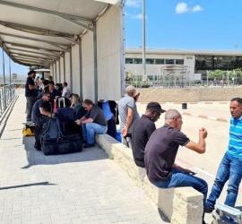 سلطات الاحتلال تسمح بدخول (50) تاجراً من غزة إلى إسرائيل