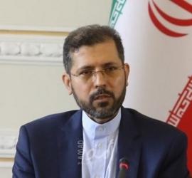 """إيران تتعهد الرد على أي """"مغامرة"""" بعد اتهامها باستهداف ناقلة النفط"""