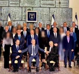 صحيفة يهودية أصولية تخفي وجوه الوزيرات في صورة جماعية لأعضاء الحكومة الإسرائيلية الجديدة