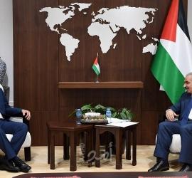 اشتية يبحث مع السفير العُماني تعزيز التعاون وتشكيل لجنة وزارية مشتركة
