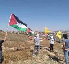 مظاهرات في مدن الضفة لرفع الأعلام الفلسطينية رداً على مسيرات المستوطنين
