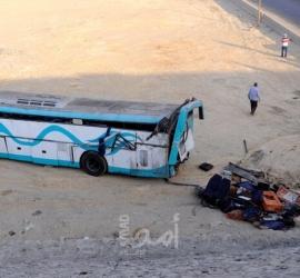 مصر: مصرع 19 شخصا في تصادم سيارة نقل بحافلة على الطريق الأوسطي
