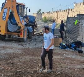 جرافات الاحتلال تقتحم مقبرة الشهداء-  اليوسفية بالقدس وتبدأ أعمال تجريف
