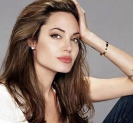 أنجلينا جولي تخطف الأنظار بفستان أسود من الجلد - شاهد