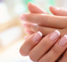 أضرار إزالة الجلد الميت حول الأظافر