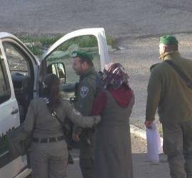 """قوات الاحتلال تعتقل فتاة على """"حاجز قلنديا"""" شمال القدس"""