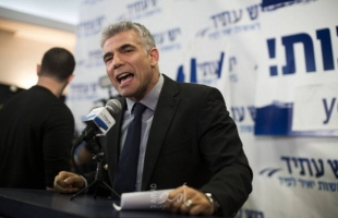 """زعيم المعارضة الإسرائيلية لبيد يقترح حجب الثقة عن حكومة نتنياهو: من لا يصوت """"جبان"""""""