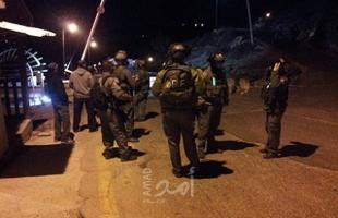 """بالفيديو.. جيش الاحتلال يعتقل (7) فلسطينيين بالضفة ويعتدي على أهالي """"حي عبيد"""" في القدس"""