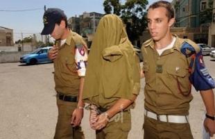 منظمة توثق  مشاركة جندي إسرائيلي المستوطنين بحرق حقول فلسطينية بالضفة