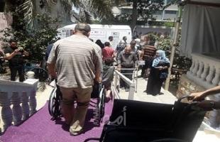 توزيع أدوات مساعدة وأجهزة طبية على مئات المعاقين بغزة