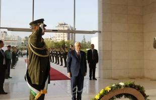 """عباس يؤدي صلاة """"عيد الأضحى"""" برام الله"""