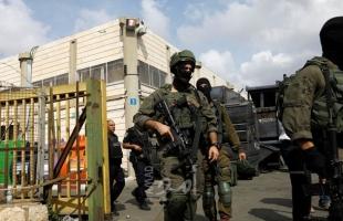 """جنود الاحتلال يعتدون على المواطنين في """"حارة جابر"""" بالخليل -فيديو"""