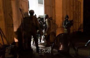 """بالفيديو.. شرطة الاحتلال تسلم المعلمتين المقدسيتين """"خويص"""" و""""الحلواني"""" بلاغاستدعاء للمقابلة"""