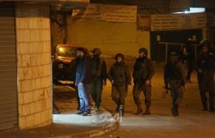 """اعتقال (20) فلسطينياً.. وقوات الاحتلال تداهم منزل الشهيد """"أبو غوش"""" وتعتقل شقيقته"""