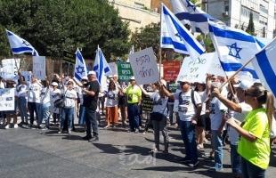 """عشرات الإسرائيليين يتظاهرون أمام مقر """"نتنياهو"""" للمطالبة بإعادة الجنود المأسورين في غزة"""