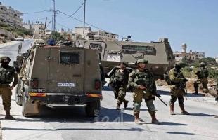 قوات الاحتلال تعتقل شاباً على حاجز عسكري جنوب نابلس