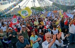 """إقالة ثلاثة رؤساء بلديات موالين للأكراد في تركيا لاتهامهم بـ""""الإرهاب"""""""