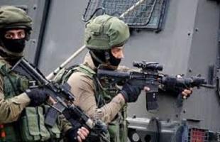 قوات الاحتلال تعتقل أسيراً محرراً غرب جنين