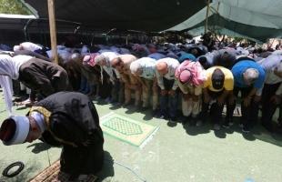 """قوات الاحتلال تطلق قنابل الغاز  باتجاه المصلين في خيمة """"الحق والكرامة""""  جنوب القدس"""