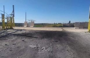 """جيش الاحتلال يغلق طريق """"خربة شعب البطم"""" جنوب الخليل بسواتر ترابية"""