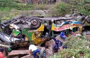 مقتل 17 شخصاً إثر سقوط حافلة ركاب في وادٍ بالبيرو