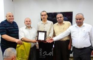 بالصور.. وكيل وزارة النقل والمواصلات بحكومة رام الله يكرم الموظفين المتقاعدين