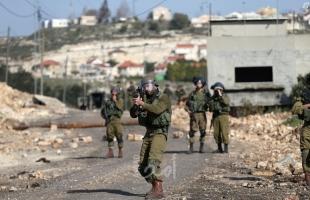 قوات الاحتلال تعتقل مواطنين على بوابة جدار الفصل العنصري شمال طولكرم