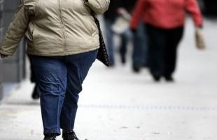 السمنة تزيد من احتمالات الإصابة بالخرف وبخاصة لدى النساء في هذا العمر