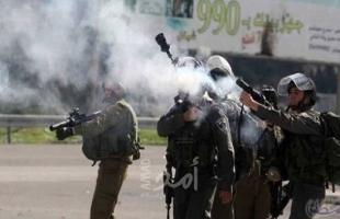 إصابات بالاختناق عقب إطلاق قواب الاحتلال قنابل الغاز تجاه منزل في الخليل