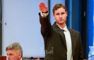"""متهم بإطلاق النار على """"مسجد"""" يؤدي التحية """"النازية"""" في المحكمة النرويجية"""