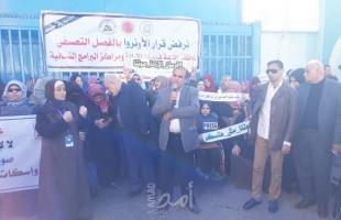 نقابة الصحفيين تشارك بوقفة تضامنية مع العاملين في المراكز المجتماعية التابعة للأونروا بغزة