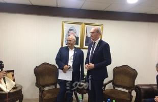 صور.. عريقات يجتمع مع وفد أمريكي ويؤكد لا حل دون قيام دولة فلسطينية