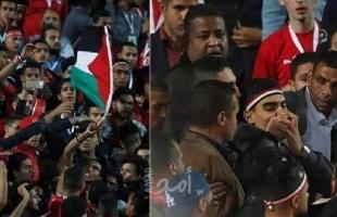 مصر: استغاثة  من محامي الشاب الذي رفع العلم الفلسطيني في استاد القاهرة
