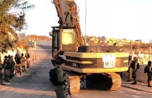 بالفيديو والصور.. القدس: جرافات جيش الاحتلال تقتحم العيساوية لهدم منازل مواطنين