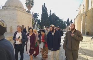 مستوطنون يقتحمون ساحات الأقصى برفقة جنود الاحتلال