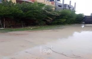 أهالي شارع السكة بالبريج يشتكون من تجمع مياه الأمطار وسط قطاع غزة