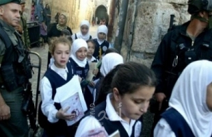 القدس: وقفة احتجاجية رفضاً لقرار سلطات الاحتلال إغلاق مدرسة عبد الله بن الحسين
