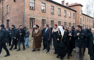 """خلال زيارته لـ""""الهولوكوست"""" في بولندا....وفد """"علماء مسلمين"""": نؤكد رفضنا للجرائم الوحشية"""