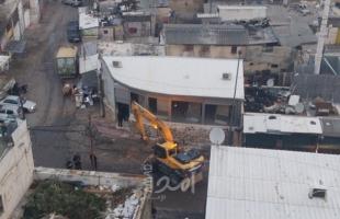 محدث ..القدس: قوات الاحتلال تجبر مواطن على هدم منزله