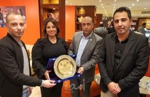 """لجنة العلاقات العامة بـ""""إصلاحي فتح"""" تكرم الاعلامية المصرية آمال ابراهيم"""